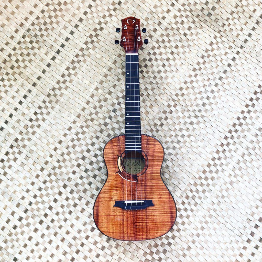 kakamou tenor ukulele for sale white guitars. Black Bedroom Furniture Sets. Home Design Ideas
